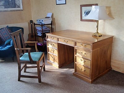Walnut desk and chair made from a tree from the customer's own garden. I seasoned the wood in my workshop