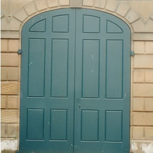 Coach house doors